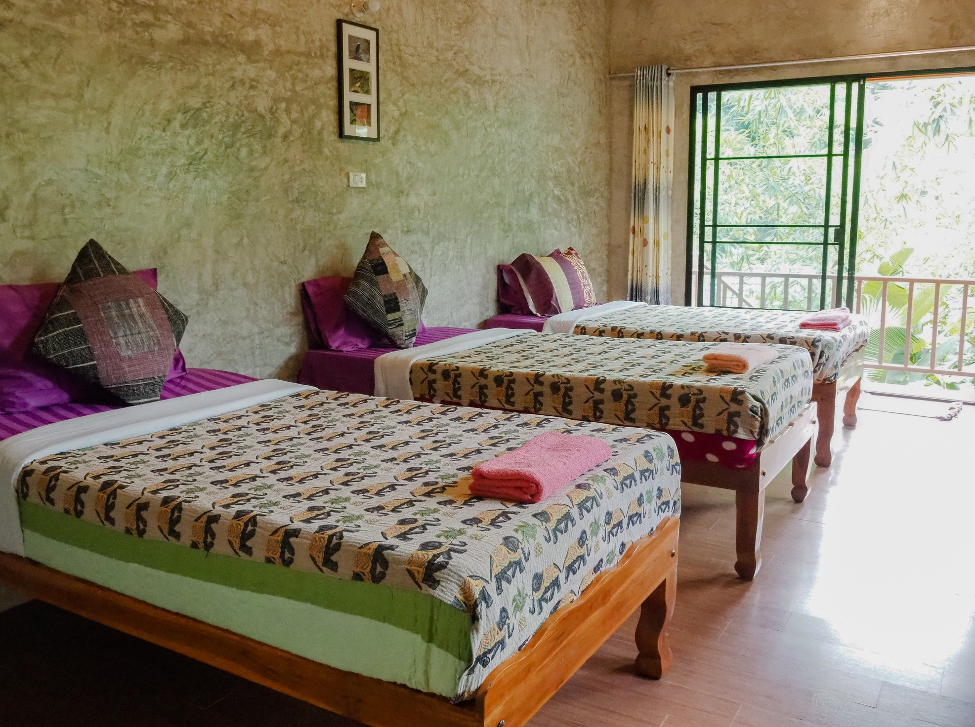 Female Shared Dorm at Maewin Guesthouse & Resort