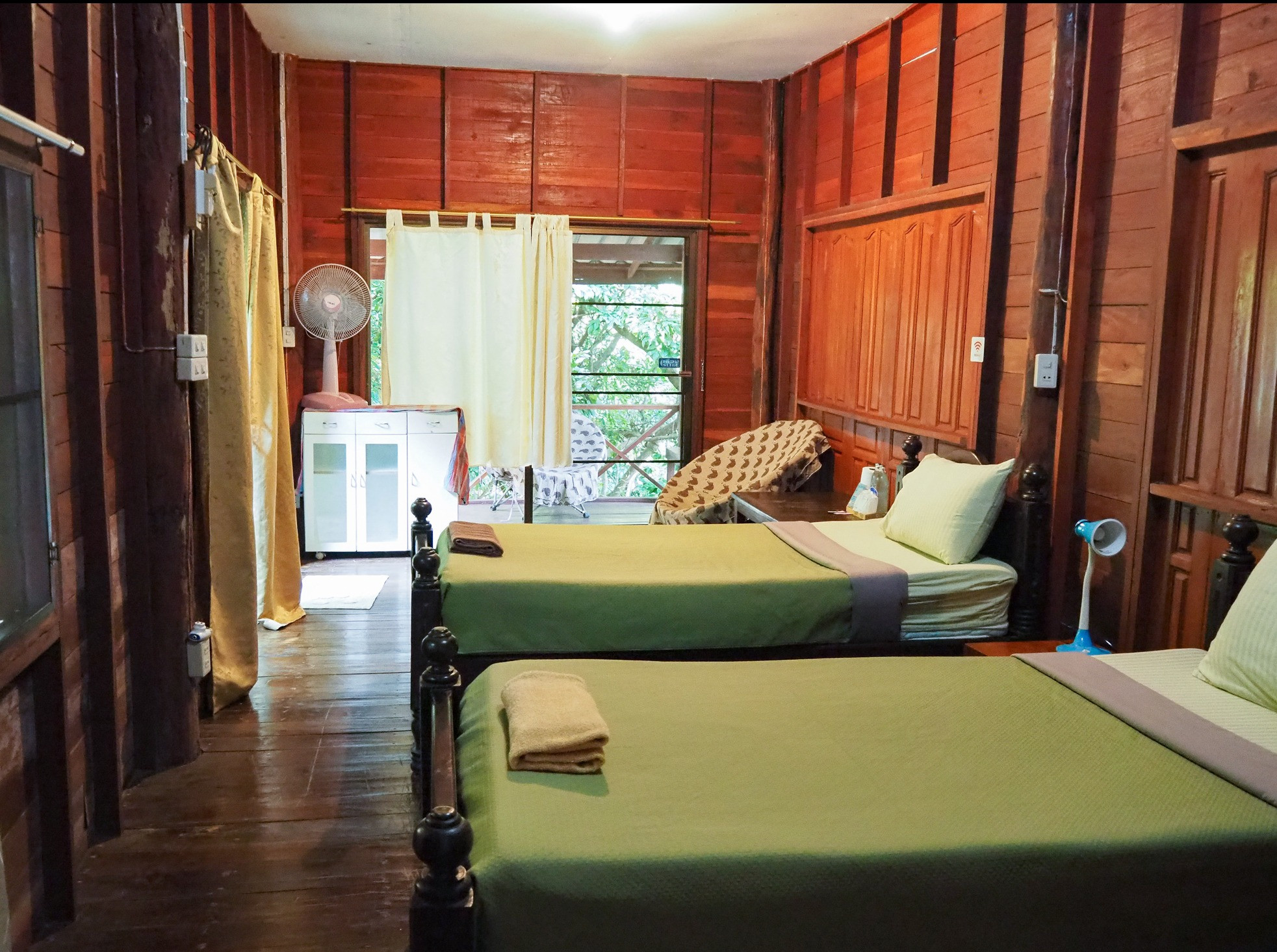 Shared Twin Room at Maewin Guesthouse & Resort